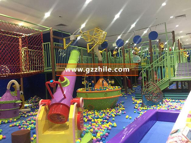室内儿童游乐场海洋球池现场图片