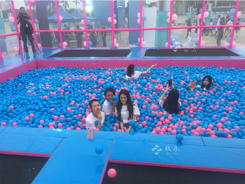 儿童乐园蹦床球池